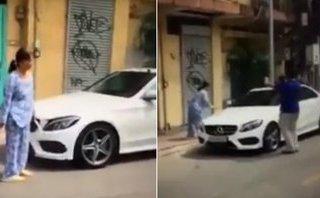 Sau vô lăng - Cụ bà đập xe Mercedes: Những tiếng cười khả ố vô cảm bên đường!