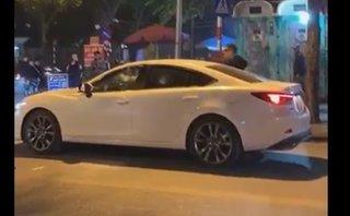Video xe - Dùng gậy golf đập nát xe Mazda 6 vì đánh ghen