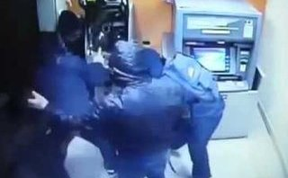 """Tài chính - Ngân hàng - Thiết bị lạ gắn vào cây ATM, dân lo """"mất tiền oan"""""""