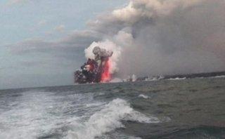 Mới- nóng - Clip: Thuyền du lịch bị bom nham thạch công phá ở Hawaii