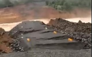 Video - Clip: Hiện trường đổ nát của đập thủy điện Xepian Xenamnoy