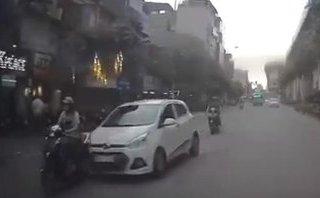 Video - Clip: Ô tô 'điên' đâm hàng chục người rồi bỏ chạy