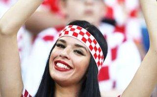 """Thể thao - Vẻ đẹp hút hồn của các nữ cổ động viên Croatia làm """"nóng"""" khán đài World Cup"""