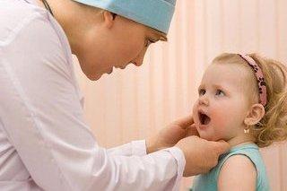Nguyên nhân trẻ bị viêm họng và giải pháp cực kỳ hiệu quả