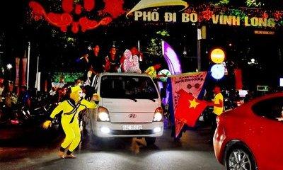 Tin nhanh - Hóa trang thành Tôn Ngộ Không xuống đường ăn mừng U22 Việt Nam vô địch SEA Games 30