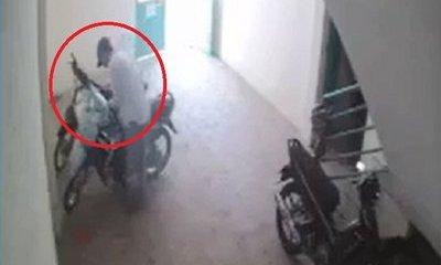 Mới- nóng - Clip: Hai thanh niên đột nhập vào khu trọ, táo tợn trộm xe máy giữa ban ngày