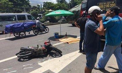 Bé trai 11 tuổi bị xe khách chèn qua người tử vong thương tâm