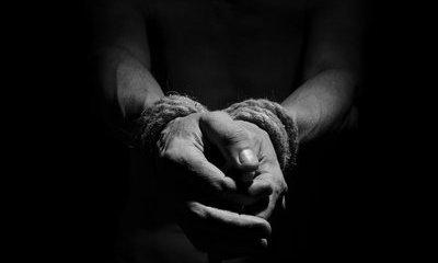 Điều tra vụ nam thanh niên bị tố quấn bạn lại như xác ướp rồi tấn công tình dục