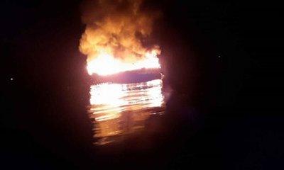 Quảng trị: Tàu cá bất ngờ bốc cháy rồi chìm xuống biển lúc rạng sáng