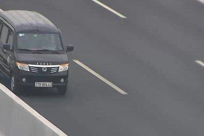 Tin nhanh - Đi ngược chiều gần 5km trên cao tốc Hà Nội – Hải Phòng, tài xế ô tô bị phạt 17 triệu đồng, tước bằng lái xe 6 tháng
