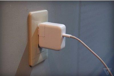 Phích cắm Apple có nguy cơ gây điện giật, công ty mẹ thông báo thu hồi