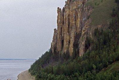 Cô gái sống sót thần kỳ sau khi rơi từ vách đá cao 50m vì mải mê chụp ảnh tự sướng