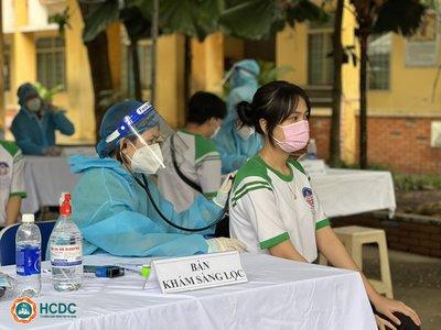 Tp.HCM: Gần 1.700 học sinh an toàn sau khi tiêm vắc-xin phòng Covid-19