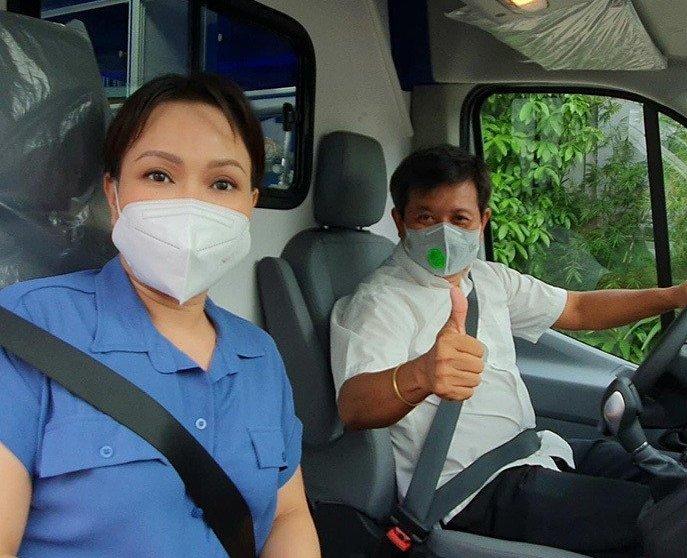 Việt Hương dùng tiền túi để mua xe cứu thương tặng ông Đoàn Ngọc Hải